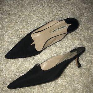 Manolo Blahnik closed toe kitten heel